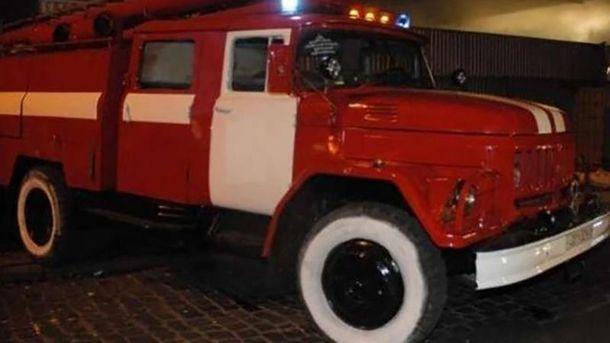 На место пожара прибыли 7 спасателей (иллюстрация)