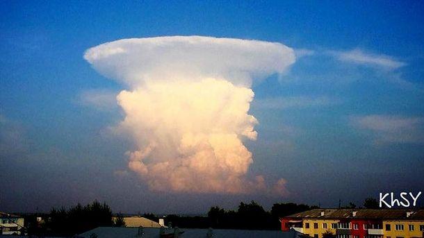 Хмара у вигляді ядерного гриба