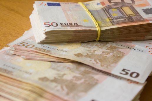 Евро подешевел на четверть гривны