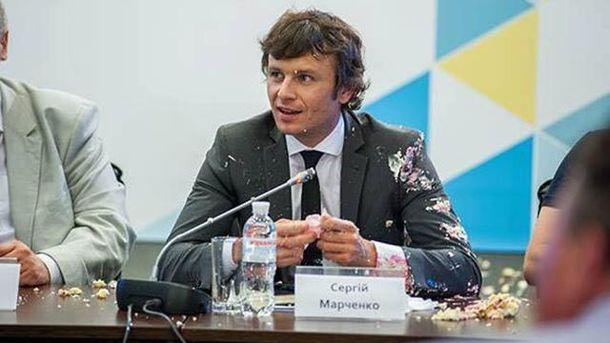 Студент жбурнув тортом в заступника міністра фінансів Сергія Марченка