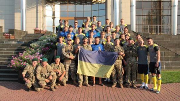 Бойцы АТО с футболистами сборной Украины