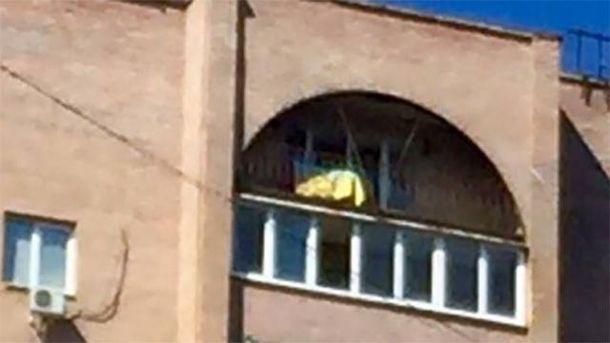 Украинский флаг вывесили на доме Моторолы