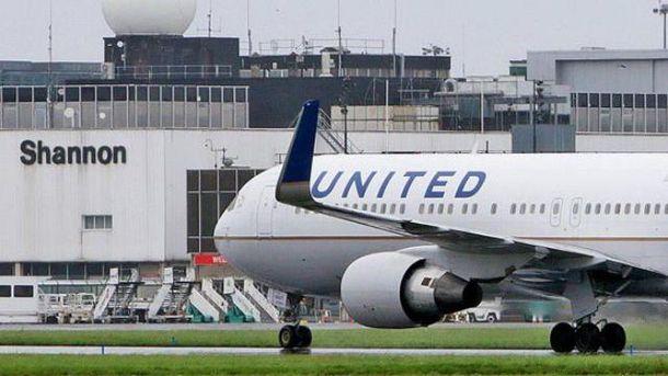 Самолет совершил экстренное приземление в ирландском аэропорту