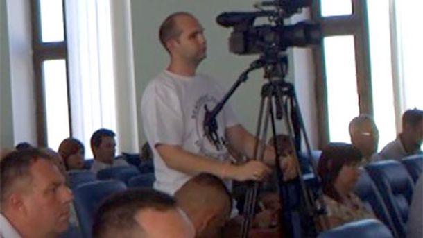 Оператор телеканала пришел на сессию городского совета в футболке