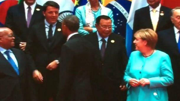 Путін знову залишився без рукостискання