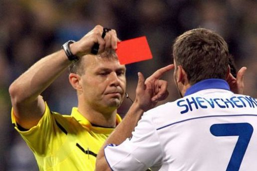 7 квітня 2011 року. Червона картка Андрію Шевченку в матчі