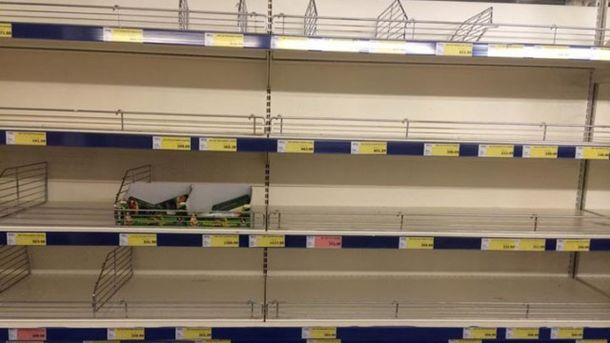 Пустые прилавки магазинов