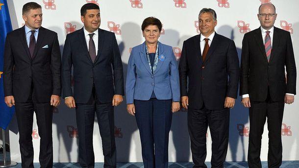 Премьер Польши желает искать объединяющие темы вобщей с Украинским государством истории