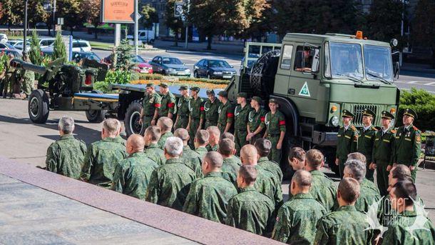 Военные и техника в центре Донецка