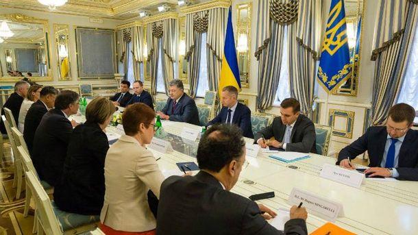 Порошенко провел встречу с послами стран G7 и ЕС