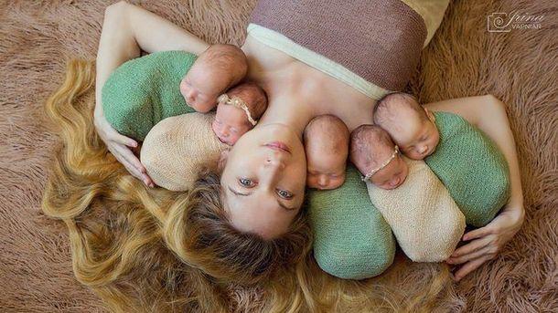 Оксана Кобелецька зі своїми малюками