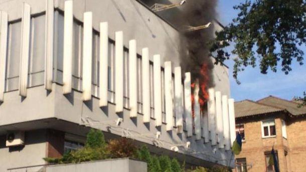 Здание подожгли активисты