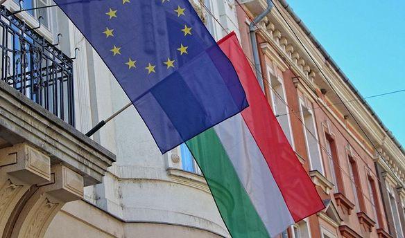 Флаг ЕС и Венгрии
