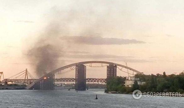 ВКиеве зажегся недостроенный Подольский мост