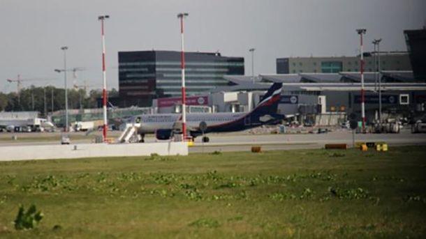 Российский самолет в польском аэропорту