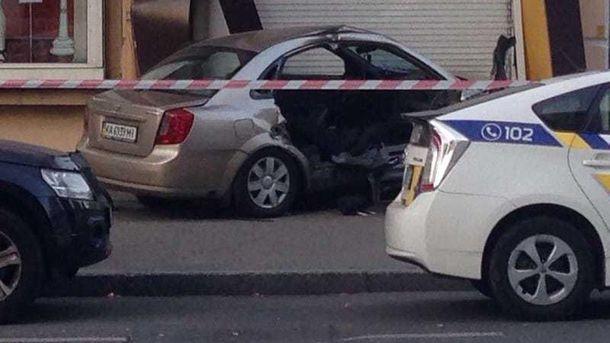 Водителя и пассажира такси пришлось доставать с помощью спецсредств