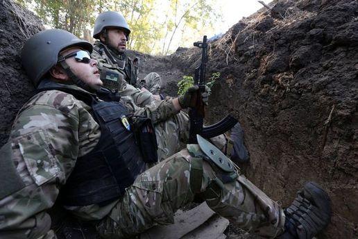 Українські військові в окопі