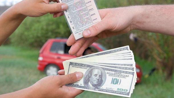 Некоторые водители получают права коррупционным путем