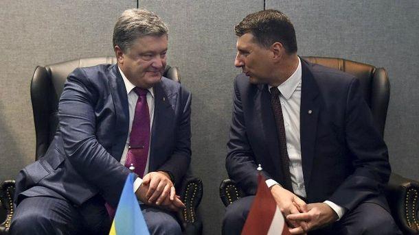 Порошенко провів зустріч з президентом Латвії