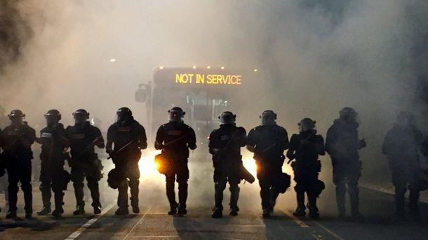 США снова всколыхнули протесты из-за убийства полицейскими