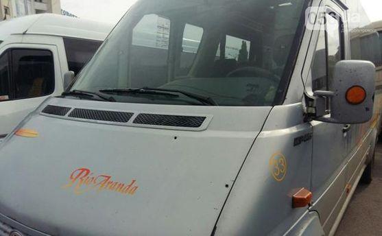 Расстрелянный микроавтобус