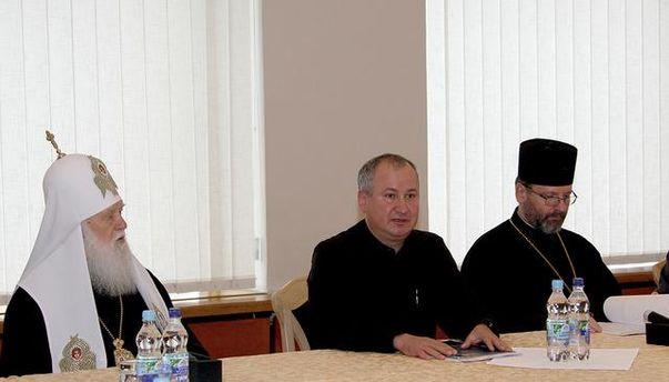 Василь Грицак зі священнослужителями