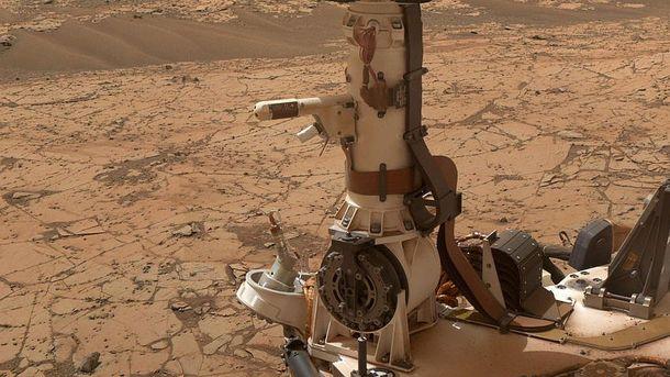 Апарат Curiosity на поверхні Марса