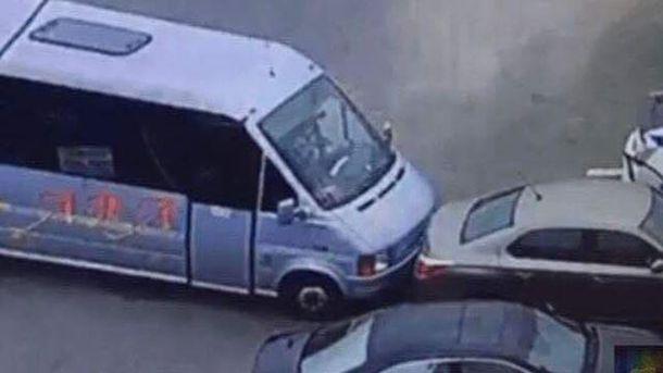 Водій маршрутки намагався завадити втекти злочинцю з місця вбивства поліцейських у Дніпрі