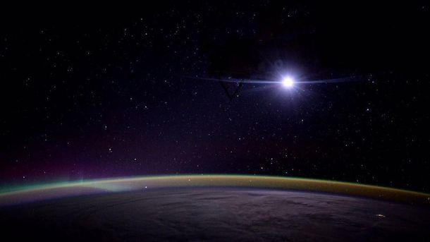 NASA показало восход Луны над Землей— Завораживающее зрелище