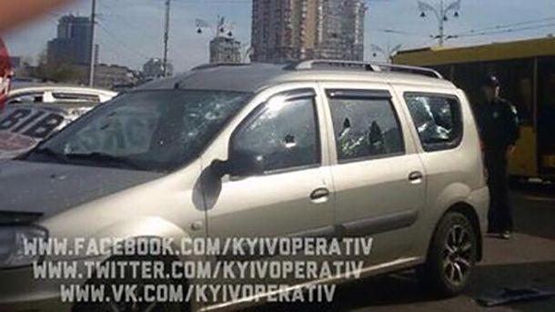 У Києві обстріляли авто