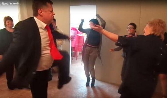 Константин Федотов танцует