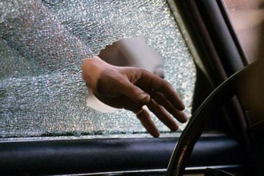 Разбитое стекло в авто