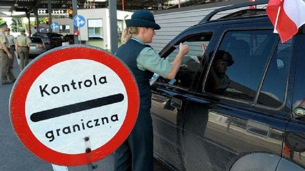 На кордоні з Польщею довжелезні черги
