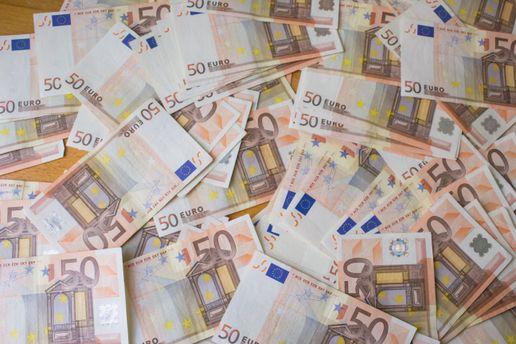 Евро ощутимо потерял в цене