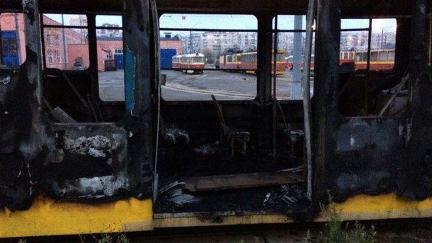 Згорівший вагон трамваю