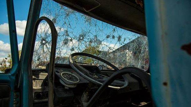 Авто после обстрела на Донбассе