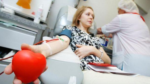 Донор сдает кровь