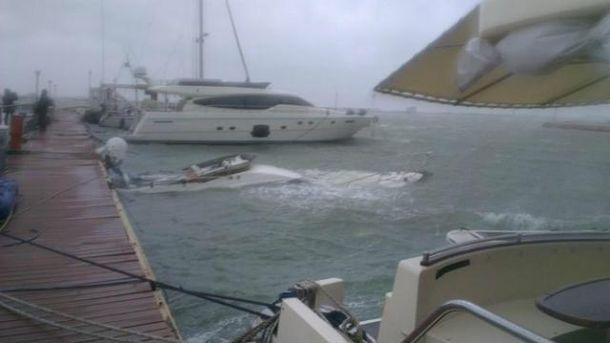 В порту Одеси затонула приватна яхта