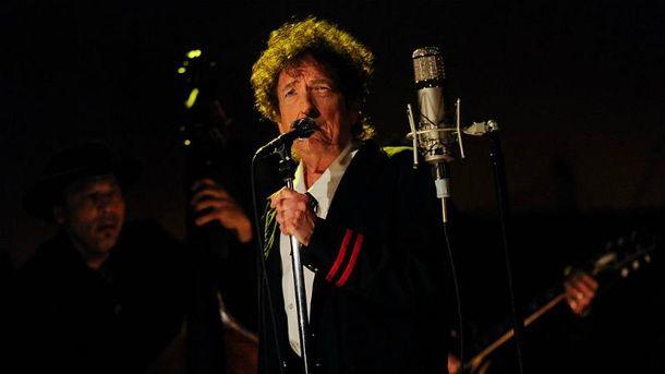 Боб Дилан стал лауреатом Нобелевской премии по литературе
