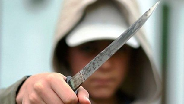 Мальчик с ножом (Иллюстрация)