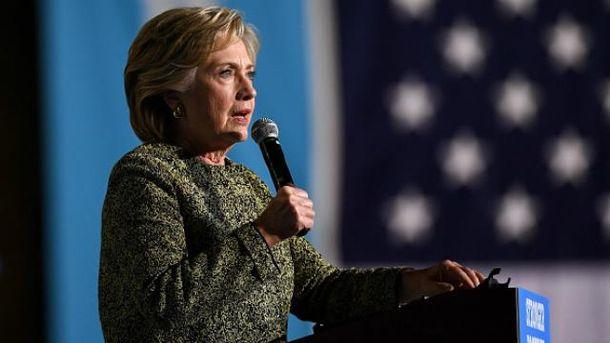 Сексуальный скандал слабо повлиял нарейтинг Трампа, онуступает Клинтон всего 4%