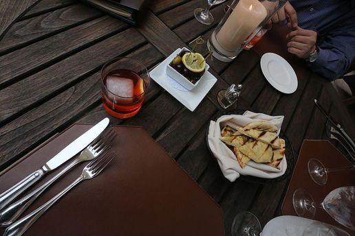 Жирна їжа та алкоголь шкодять організму
