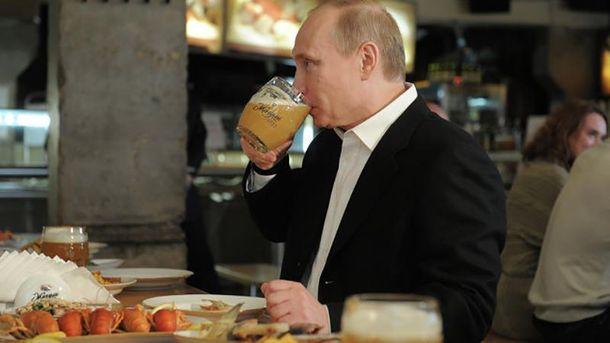 Путін п'є лише своє пиво (ілюстрація)