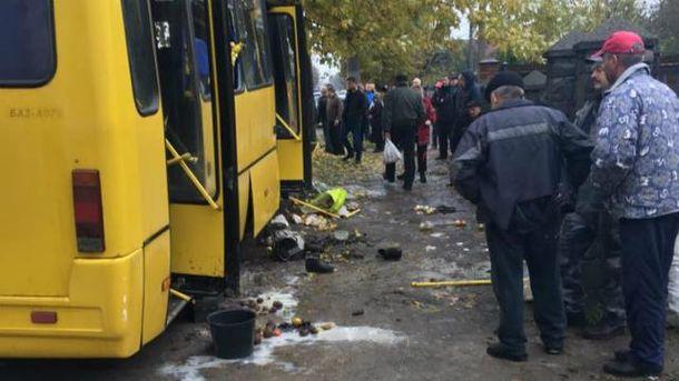 Автобус врізався у дерево у Львові