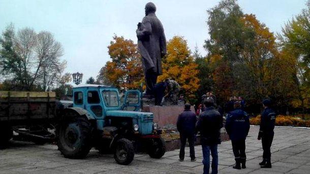 На Чернігівщині демонтували останній пам'ятник Іллічу, – ЗМІ