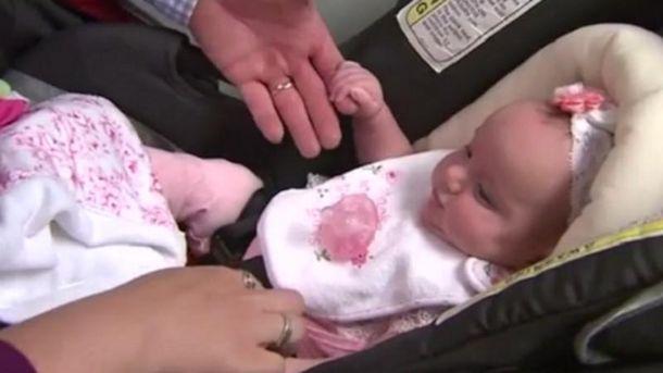 Двічі новонароджена дівчинка