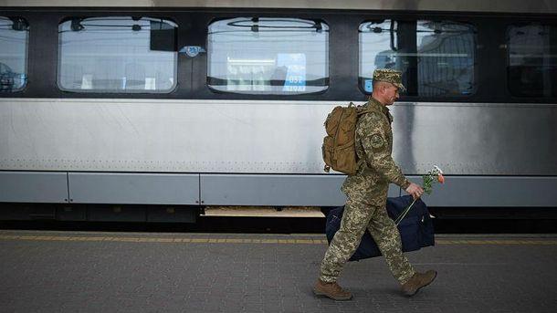 Українські військові після двох років служби повернулись додому