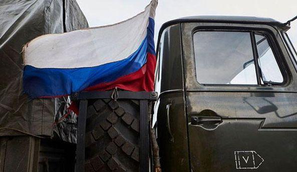 Грузовик с российским флагом