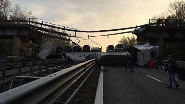 Міст завалився в Італії