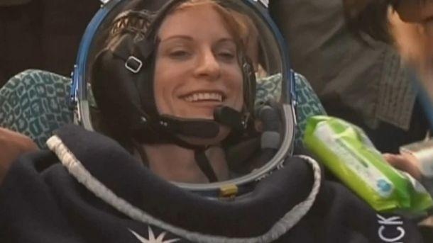 Кейт Рубинс, которая прибыла на Землю с МКС
